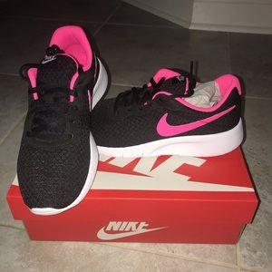 🎉🎉 LAST ONE 🎉🎉 👟👟 New Nike Tanjun GS 👟👟